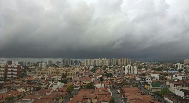 Previsão de fortes chuvas com ventos fortes e descargas elétricas em Sergipe