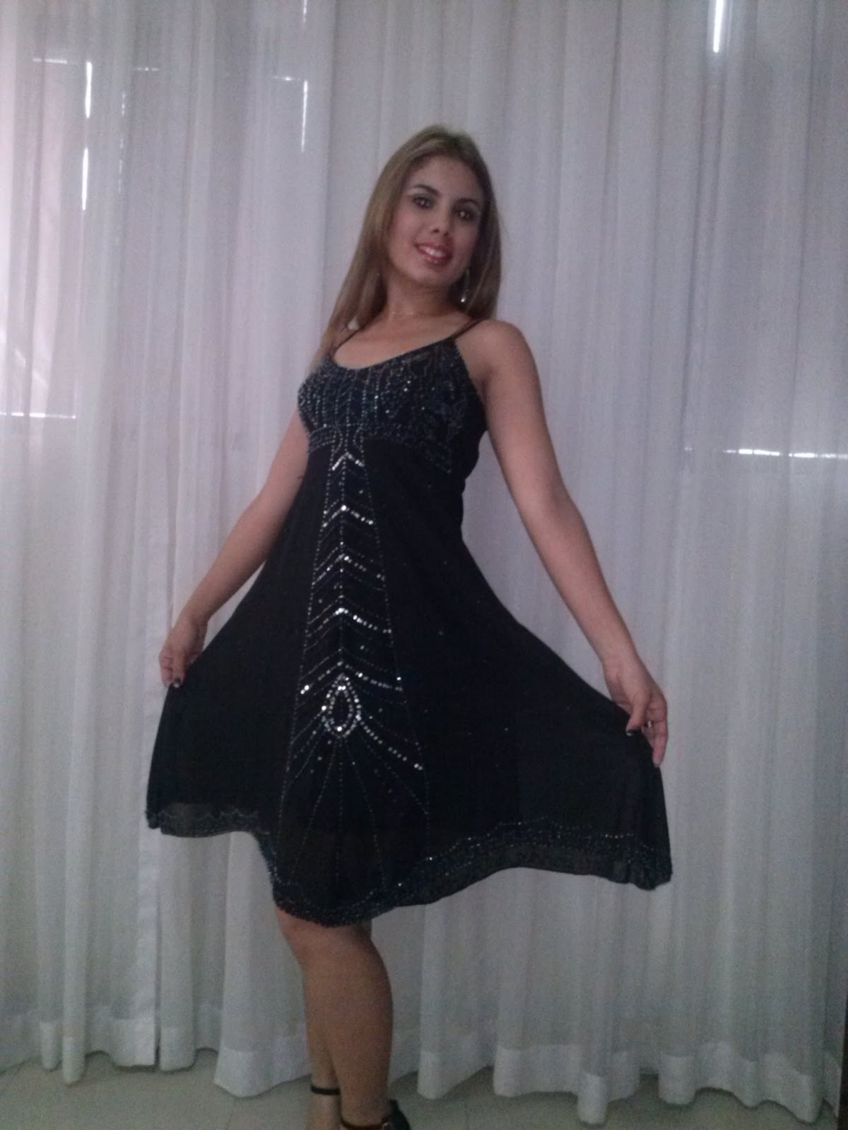 Vestido preto para festa a fantasia