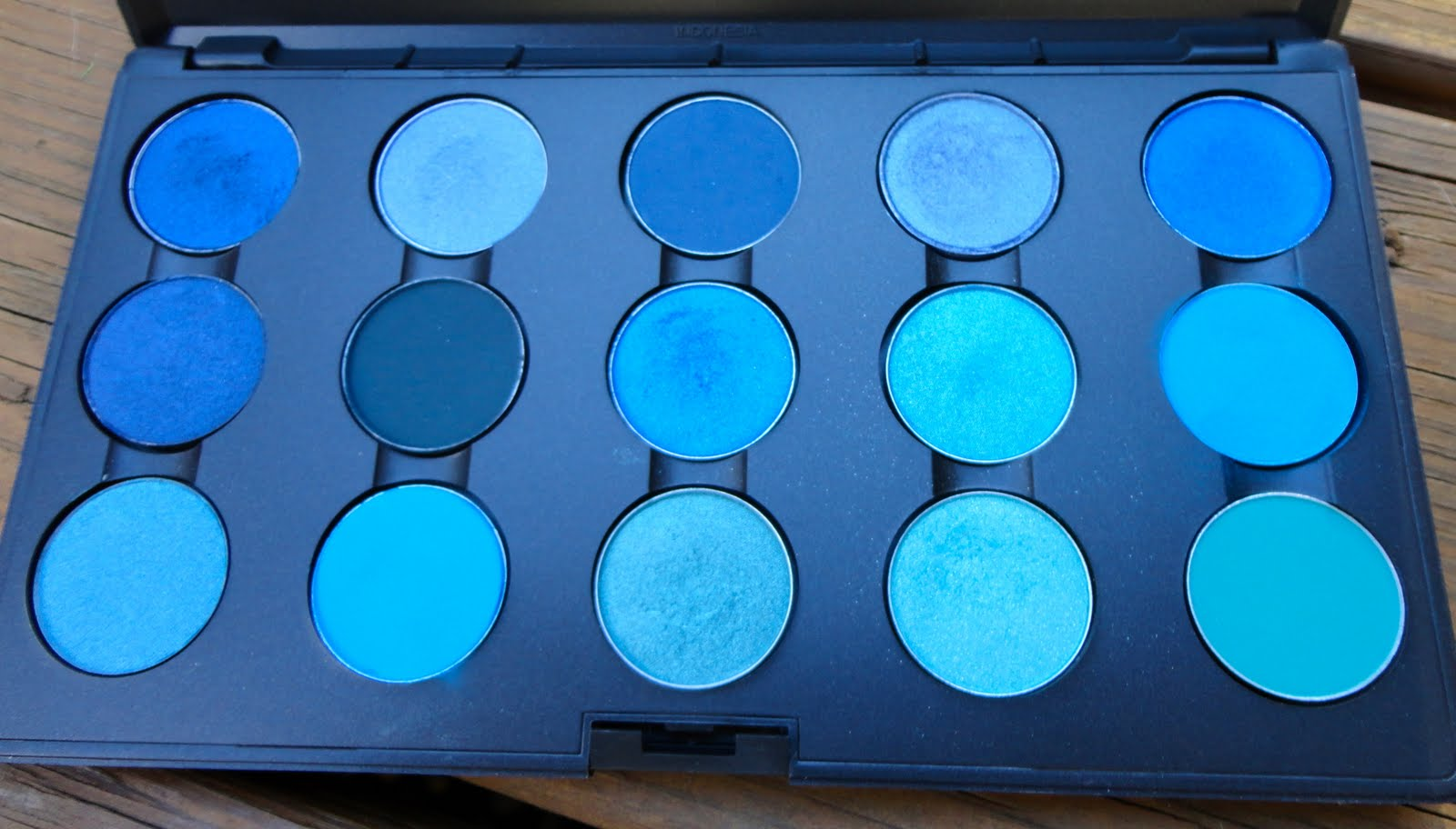 need a makeup fix mac eyeshadows blue palette and swatches