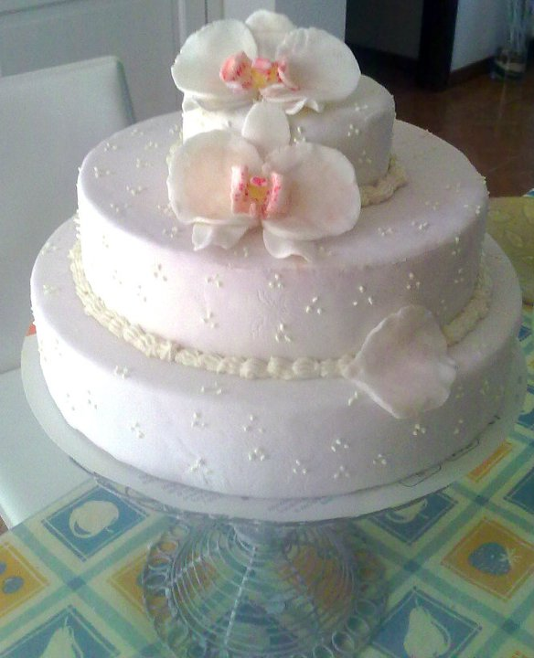 Cake style decorazioni torta a tre piani con orchidee for Piani a tre piani