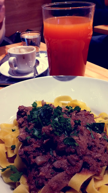Oběd a káva v Kabateru Špaček