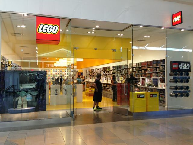 Hayden's Business Blog: Lego Store in North Star Mall is now open!