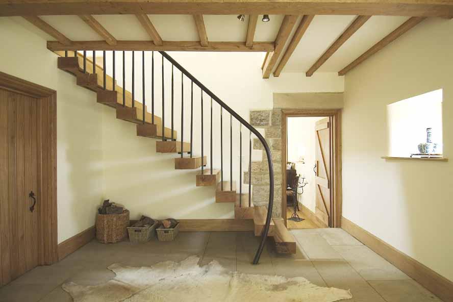 Interior Ruang Tamu Modern Dengan Tangga Rumah Lantai 2
