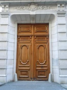 Busca espurnes de vida darrera la teva porta...depèn de tu.