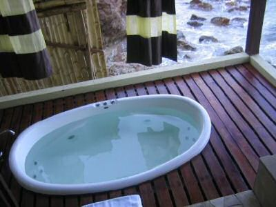 Outdoor jacuzzi with view on the sea surrounding gem island