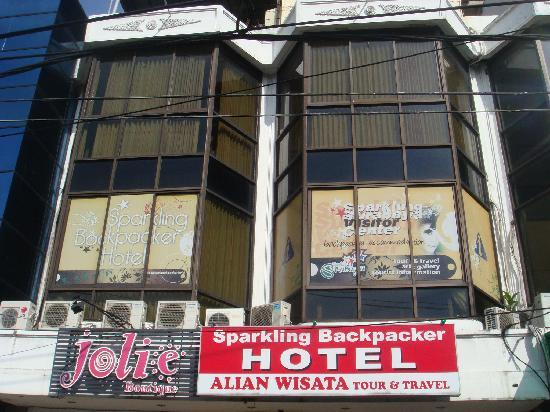 Penginapan di Surabaya - Sparkling Backpacker