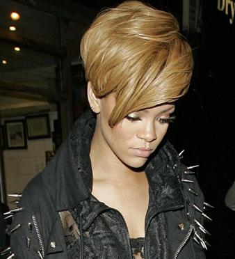 Rihanna asimetrik saç kesim modeli
