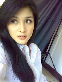 Sandra Dewi Artis Tercantik