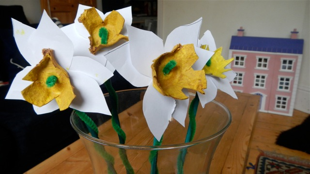 easter crafts - daffodils