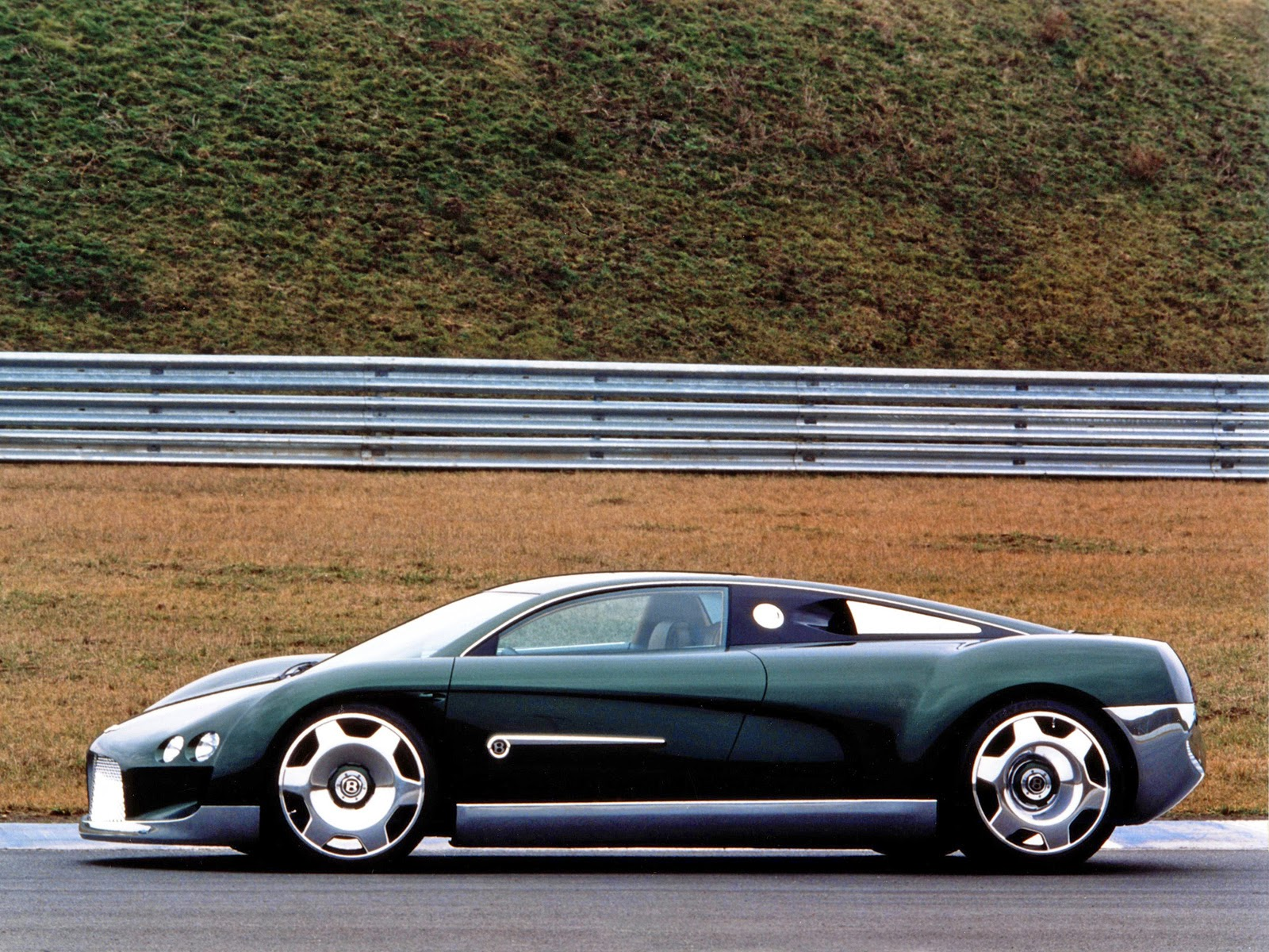 Fab wheels digest fwd 1999 bentley hunaudires concept a concept car built by bentley for the 1999 geneva salon international de lauto it is powered by a volkswagen 80 litre w16 engine vanachro Images