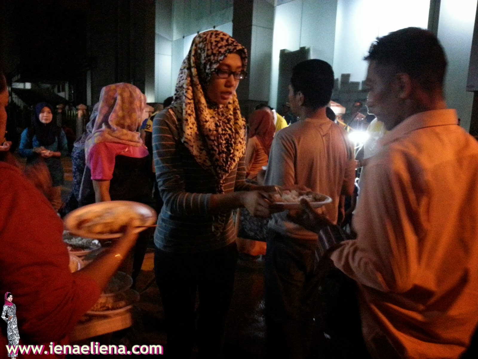 FEED THE HOMELESS PROGRAMME WITH UPSI STUDENT 16 APRIL 2015
