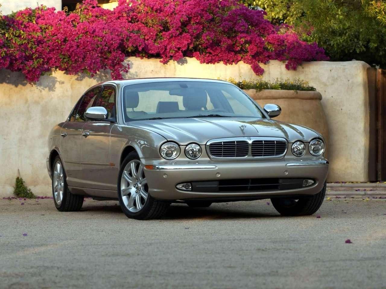 http://1.bp.blogspot.com/-50ldT173z3Y/TZ8w7NffxtI/AAAAAAAACyc/0jdysKn8bm4/s1600/Jaguar-XJ8_Vanden_Plas_2004_1280x960_wallpaper_01.jpg