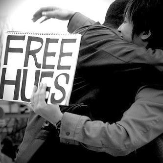 http://carynmirriamgoldberg.com/ , free hugs, abraços grátis