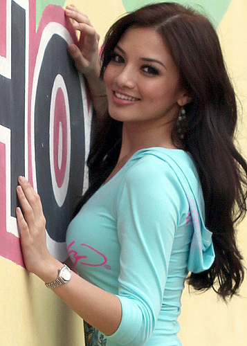 Neelofa on TV3 naaaooooo!