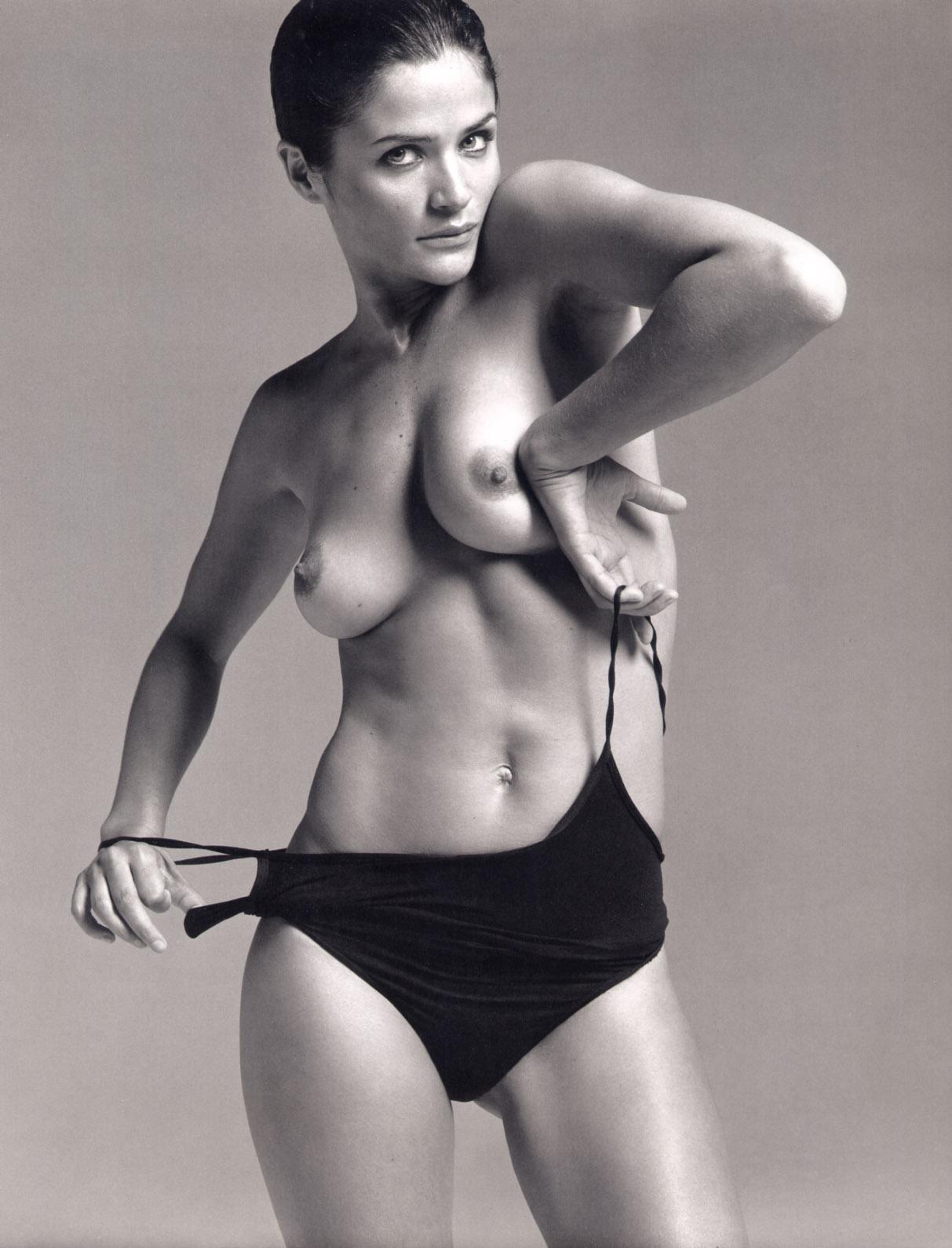 http://1.bp.blogspot.com/-518Z49XvWnU/T8ch3Ie0jwI/AAAAAAAAGzc/UmjOreExXSo/s1600/2003_Vogue_Paris_Calendar_Ph_Inez_Van_Lamsveerde1.jpg