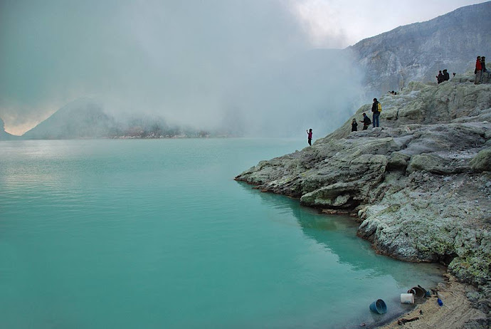 Lago del volcán Ijén