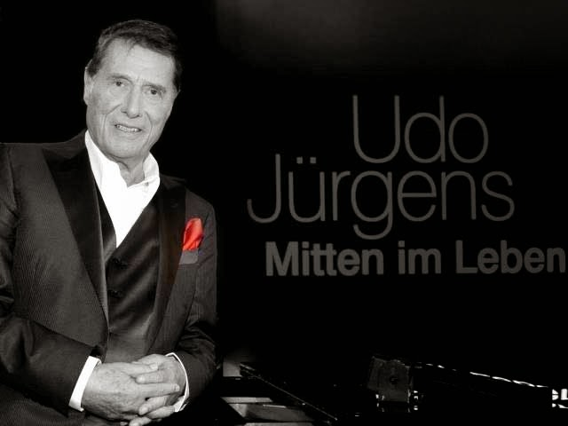 http://www.welt.de/vermischtes/prominente/article135632623/Merci-dem-Mann-am-Klavier.html