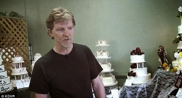 Ρε τον άνθρωπο! Τον πήγαν στα δικαστήρια γιατί δεν έφτιαχνε γαμήλιες τούρτες για κίναιδους! Σύντομα και στην Ελλάδα!