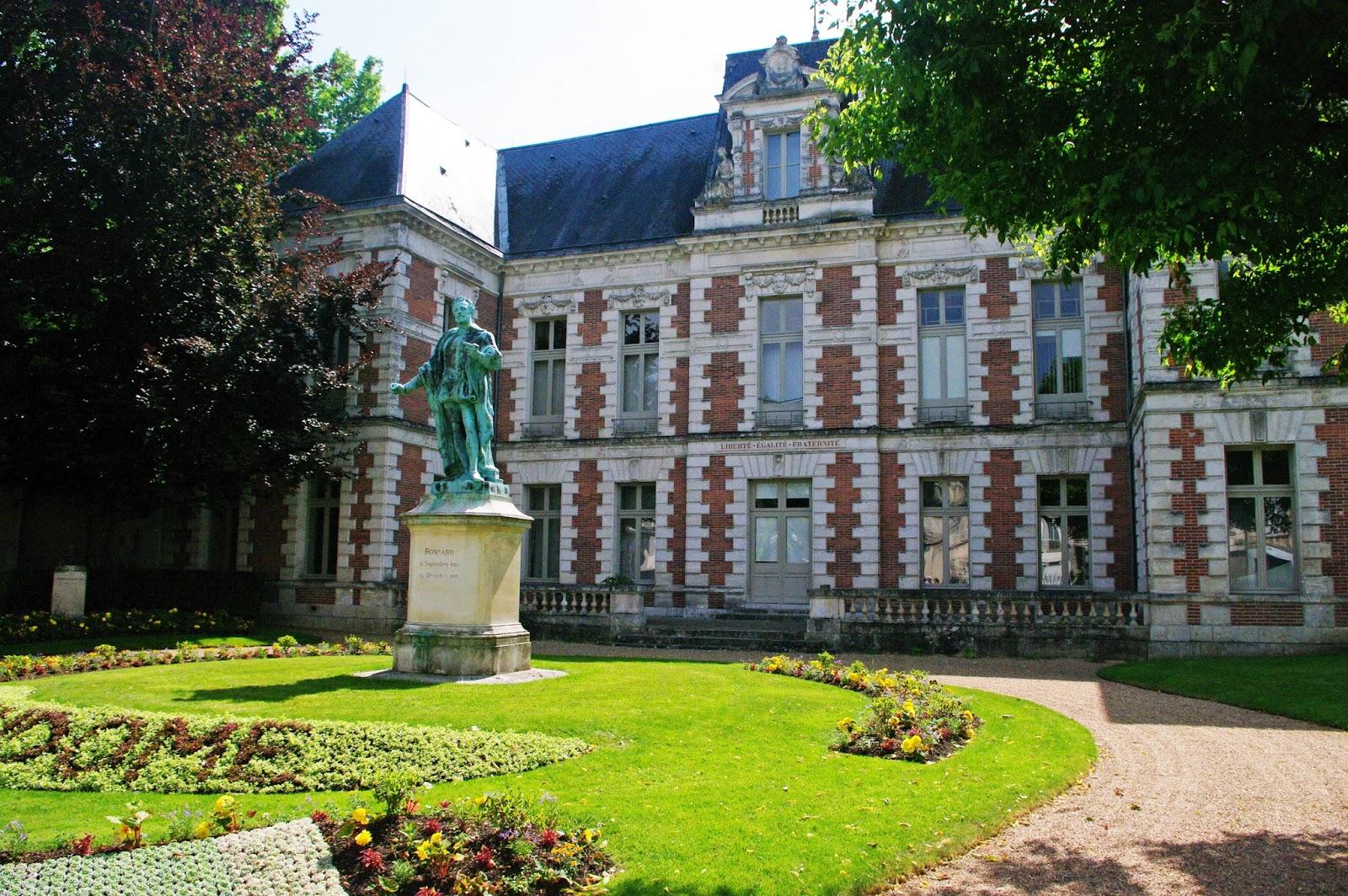 Images De France   A La Decouverte De Vendome  Vallee Du