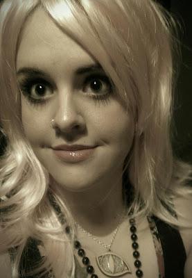 KatSick blonde wig