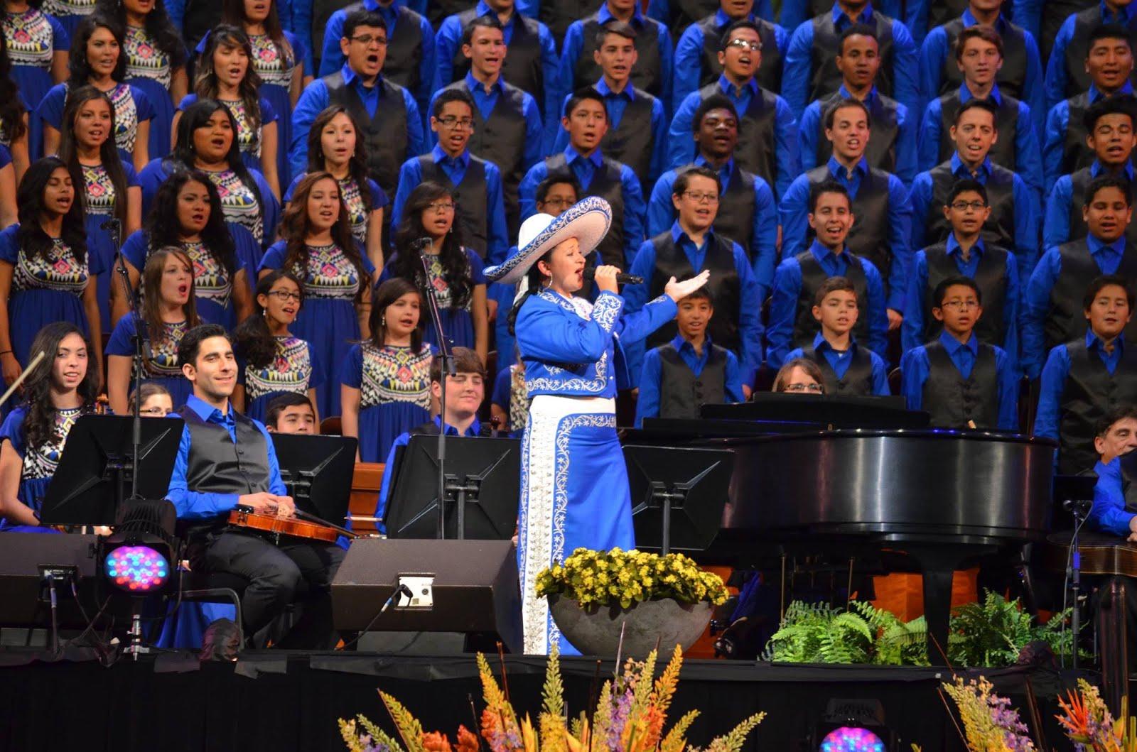 Con cientos de jóvenes cantando Guadalajara