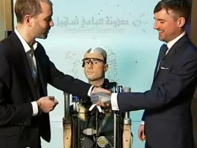 روبوت عبارة عن إنسان اصطناعي ذكي نصف بشري.. نصف آلي
