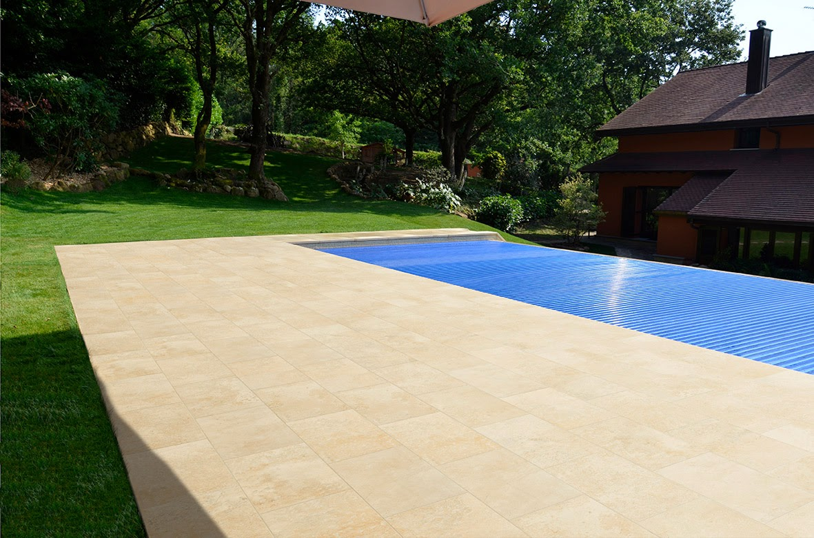 Rosa gres el encanto de una piscina del norte for Gres para piscinas
