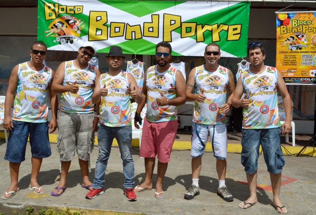 Integrantes do Bloco Bond Porre: ensaio geral movimentou Feirinha de Teresópolis