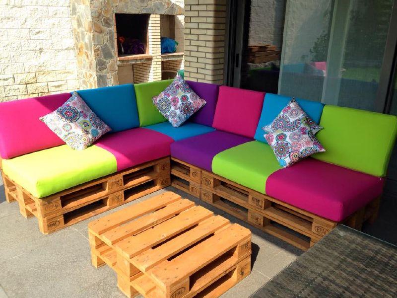 Sof de colores para la terraza for Mesas para terrazas baratas