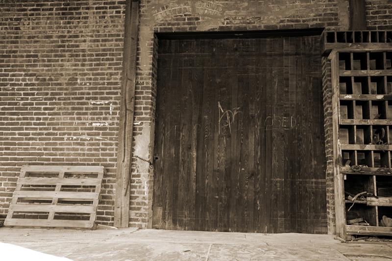 Zakazany eksperyment - Zadanie Undyne Doors-Verna+Turner-OldWharehouseDoor