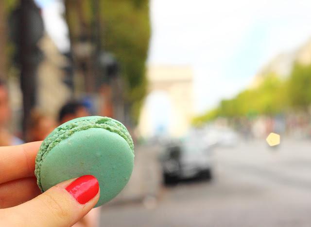 Macaron Ladurée sugli Champs-Elysées, Parigi