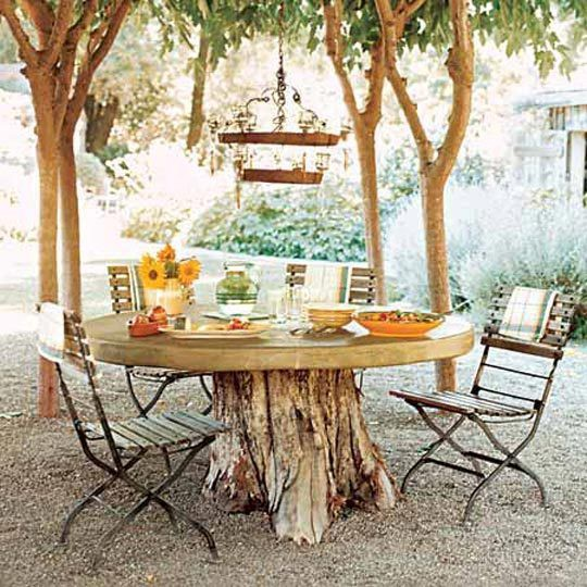 Inspire bohemia outdoor dining parties part i for Tree trunk dining table