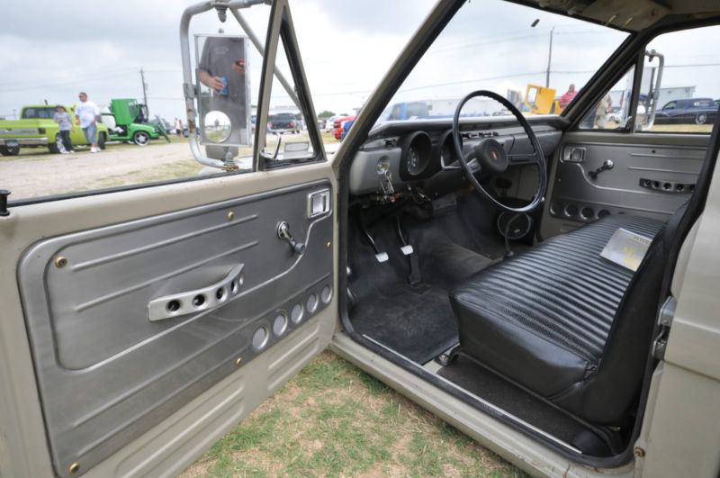 daily turismo 10k dropped for duty 1971 toyota hilux custom. Black Bedroom Furniture Sets. Home Design Ideas