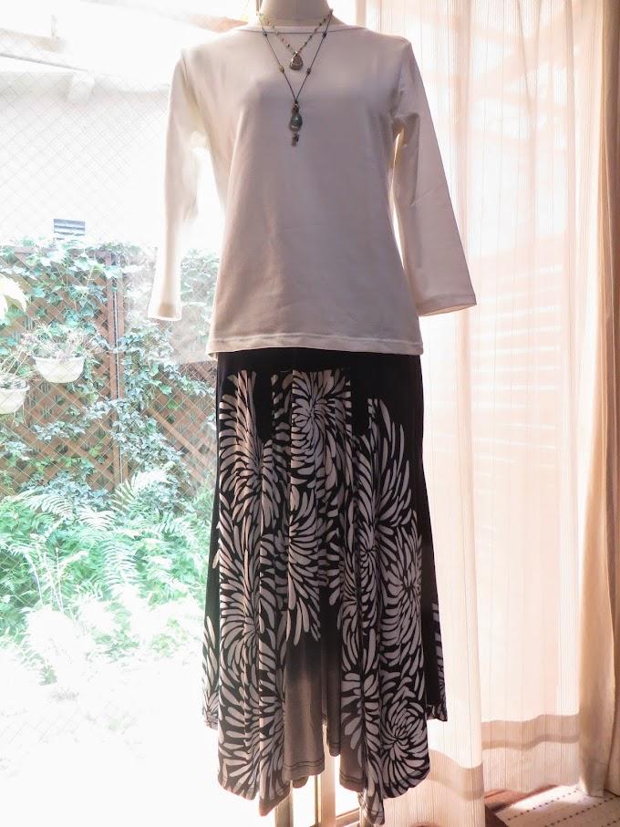続・新商品のお知らせ お花模様のドレープスカート