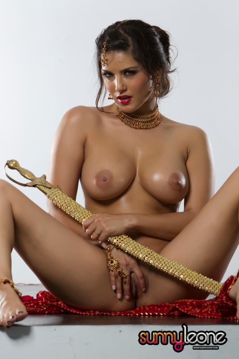 sunny leone nude hot masturbate with sword porn blog