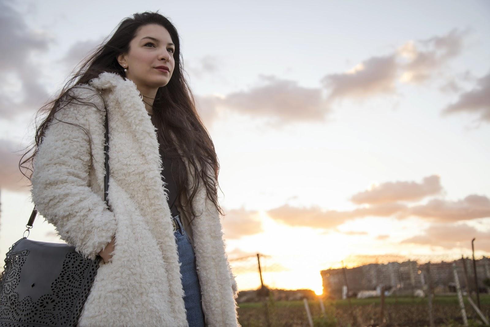 white fur, fur coat, fashion 2015, trends, vintage, stradivarius, fashion blogger, sunset