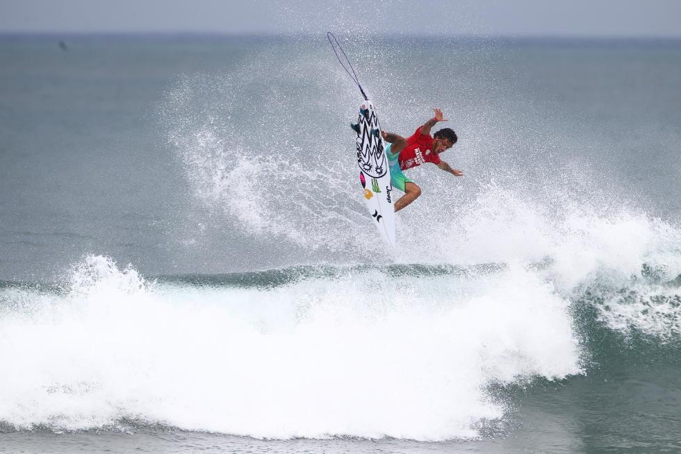 5 Filipe Toledo Hawaiian Pro Triple Corona Fotos WSL tony heff