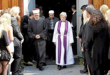 http://1.bp.blogspot.com/-546nRYIS3iw/TmrcPzmRd7I/AAAAAAAAG_8/TUtLawyrbgA/s1600/lutheran-priest.jpg