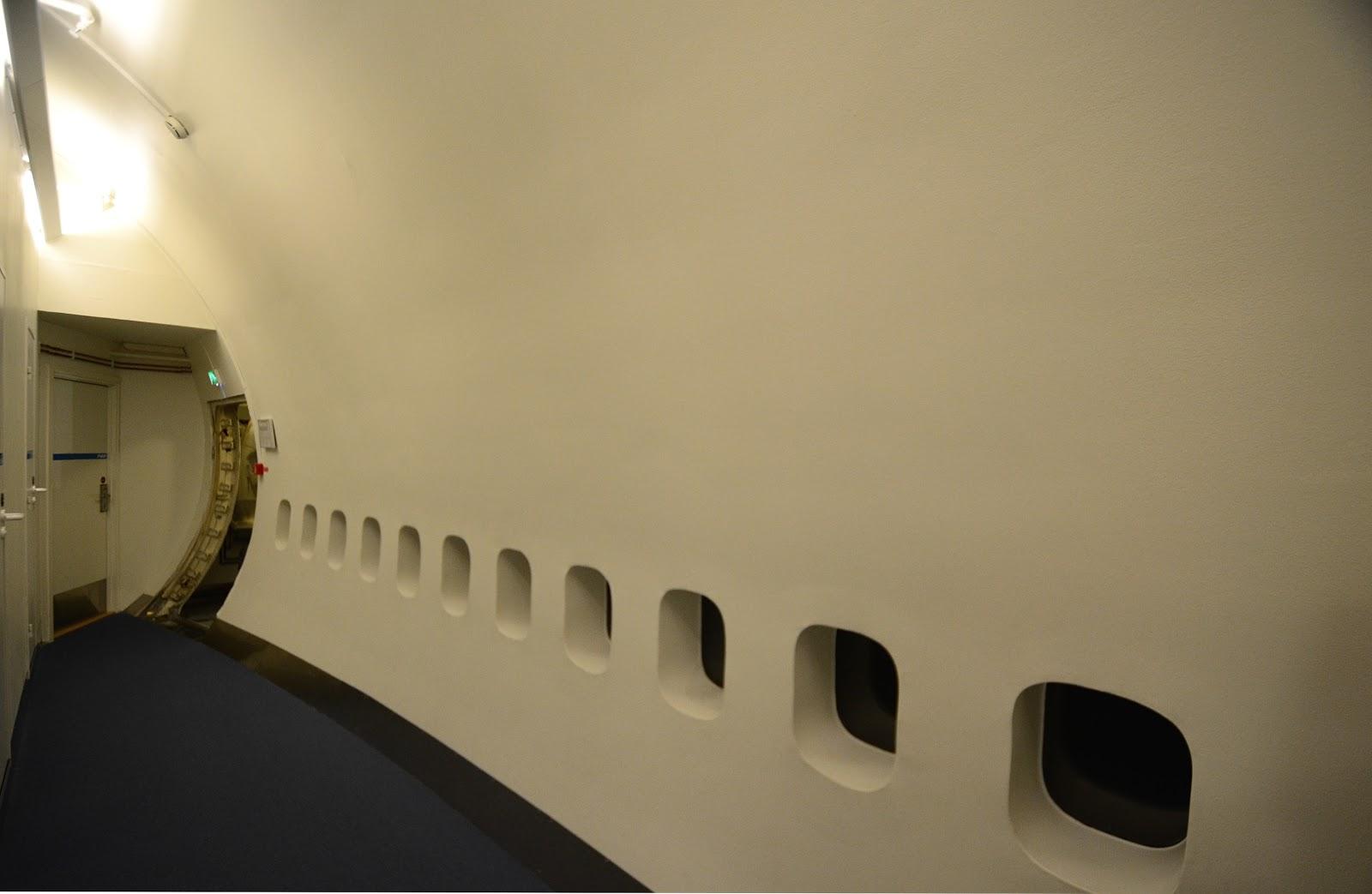 http://1.bp.blogspot.com/-549TR9Vc1vQ/UIOZrMtsmJI/AAAAAAAAHBg/TyYW5cafF0E/s1600/blog81_rearcorridor.jpg