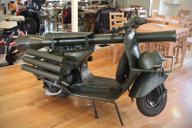 http://1.bp.blogspot.com/-54FLNNomZI0/VdRmC9-Q3II/AAAAAAAABew/GxNJ809Q4_s/s640/Vespa-150-TAP-Scooter-With-Light-Anti-Armor-Cannon-1.jpg