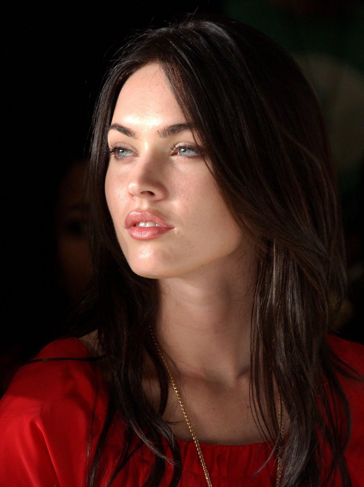 a new life hartz: Megan Fox Long soft Hairstyle