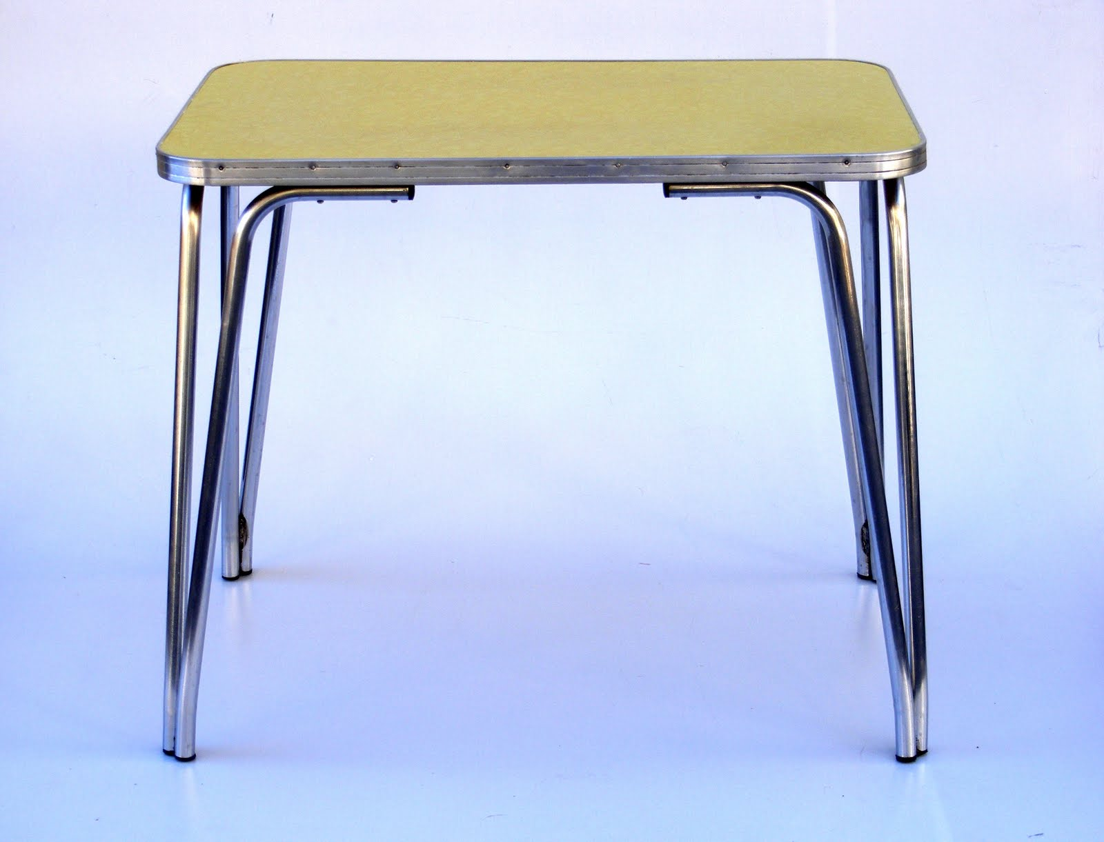 Yellow formica table for Table formica