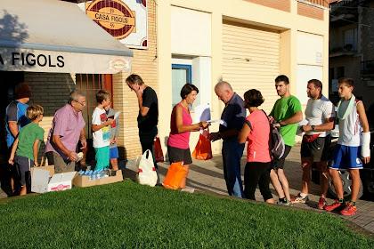 Inscripcions i recollida de l'esmorzar a la Plaça del Mercat de Montmajor