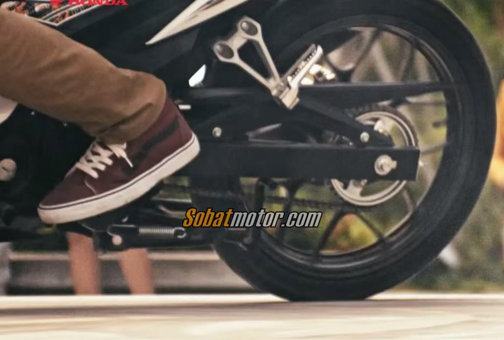 Akhirnya warna dan striping Honda Sonic 150R terlihat jelas !
