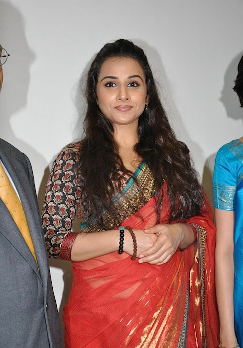 vidya balan gorgeous in red saree new latest photos