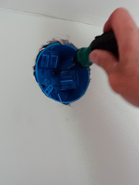 Diy How To Install Or Replace A Bathroom Vanity Light