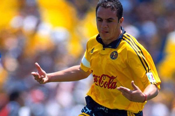 Cuauhtémoc Blanco, jugador mexicano con el club América de México en el año 2000 | Ximinia
