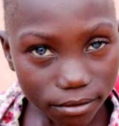 Femme noire propos de la n gritude des yeux - Actrice yeux bleus ...