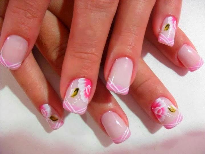 Decorado de uñas sencillo con flores