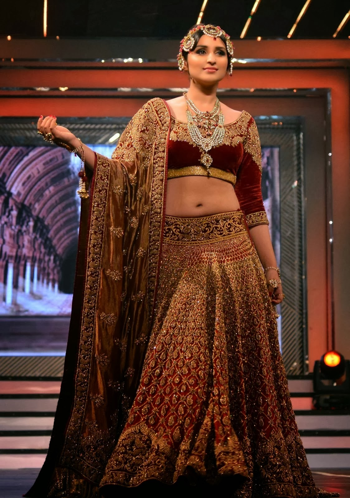 Parineeti Chopra Hot Photos in Ramp showing Navel - Latest updates ...